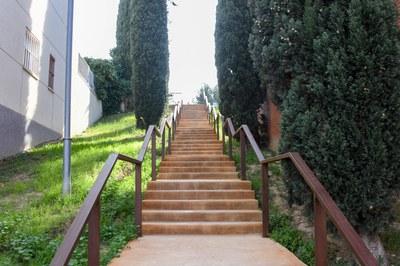 Un dels dos trams d'escales que s'han arranjat (foto: Ajuntament de Rubí – Localpres).