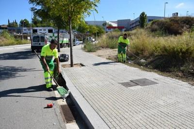 Els equips de neteja estan condicionant carrers, places i solars municipals de tota la ciutat (foto: Localpres).