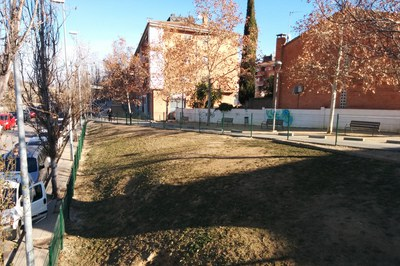 Aquesta nova zona d'esbarjo per a gossos, ubicada a prop de l'Escardívol, té una superfície d'uns 600 m2.
