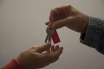 La campanya va dirigida als propietaris de pisos buits per a que els posin a la Borsa de Lloguer de l'Oficina Local d'Habitatge.