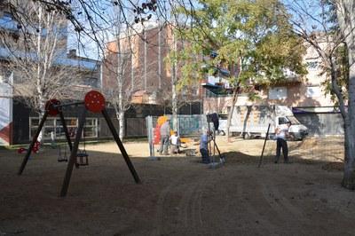 La nova estructura, una cúpula de 4 metres d'alçada, compartirà espai amb els jocs infantils que hi ha actualment en aquesta plaça.