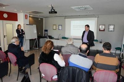 Manuel Velasco, dirigint-se a la comissió de seguiment del Pla d'inversions financerament sostenible 2014-2015 (foto: Localpres).