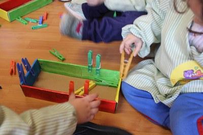 El joc heurístic permet exercitar les capacitats físiques, mentals, emocionals i socials dels nens i nenes.