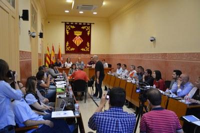 Pau Navarro ha pres possessió del càrrec de regidor a la sessió plenària d'aquest dimecres.