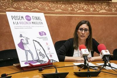 La regidora de Polítiques d'Igualtat, Maria Mas, durant la presentació de la programació del 25N (Foto: Ajuntament – Lali Puig).