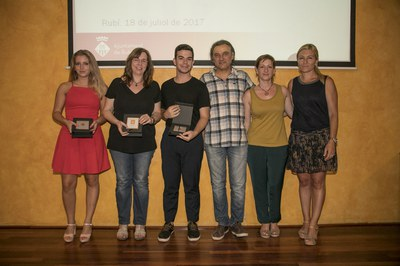 Alumnat reconegut de l'INS J.V. Foix (foto: Localpres)