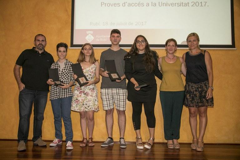 Alumnat reconegut de l'INS L'Estatut (foto: Localpres)