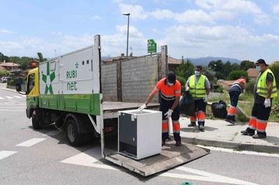 La neteja viària a les urbanitzacions s'ha intensificat (foto: Ajuntament de Rubí – Localpres).
