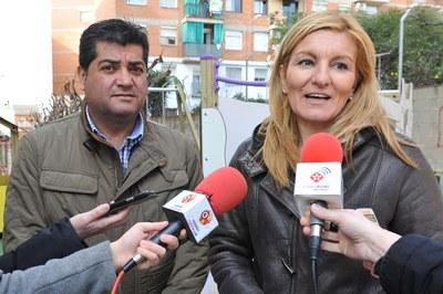 L'alcaldessa i el regidor d'Obra Pública han presentat les millores que s'han dut a terme a les zones infantils al nou parc d'En Patufet (foto: Localpres).