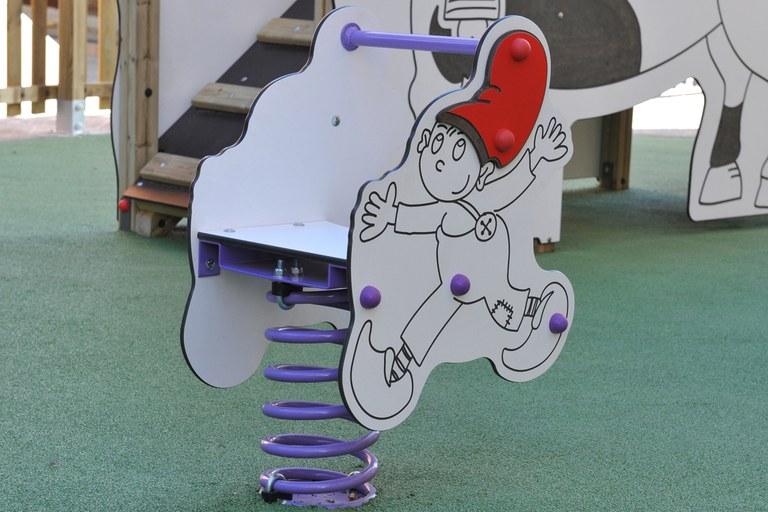 L'Ajuntament hi ha instal·lat dues molles, una d'elles amb el dibuix d'en Patufet (foto: Localpres)