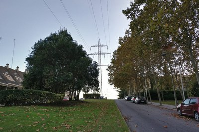 La línia elèctrica que travessa Can Fatjó és de 220 kv.