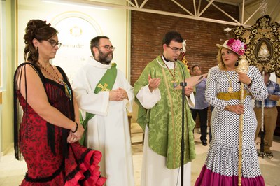 Un moment de la cerimònia a l'església de Santa Maria (foto: Localpres).