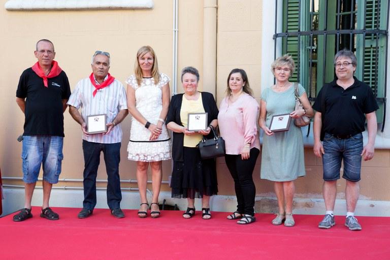 L'alcaldessa, amb els representants de les entitats reconegudes (foto: Localpres)