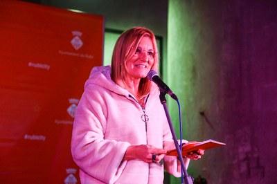 L'alcaldessa, Ana María Martínez Martínez, dirigint-se a les entitats de la ciutat (foto: Ajuntament de Rubí – Lali Puig).