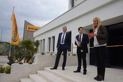 Ana María Martínez, presidint l'acte d'obertura de les noves instal·lacions de la multinacional (foto: Localpres)