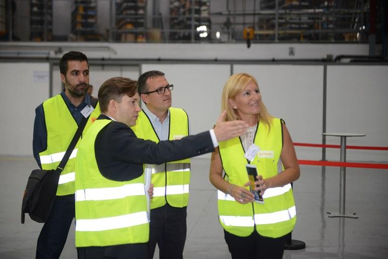 L'alcaldessa i el regidor de l'Àrea de Desenvolupament Econòmic Local han visitat les noves instal·lacions de Continental (foto: Localpres)