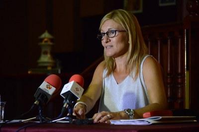 L'alcaldessa ha comparegut al Casino, que aviat iniciarà la seva reforma fruit de seu canvi de titularitat (foto: Localpres).
