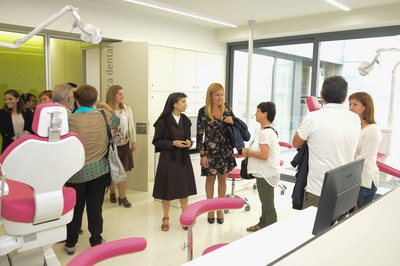 L'alcaldessa i els regidors Marta García i Rafael Güeto han assistit a la inauguració del nou edifici (foto: Localpres) .