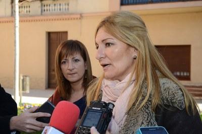 L'alcaldessa, amb la regidora de l'Àrea de Serveis a les Persones (foto: Localpres).