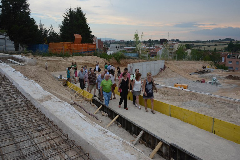 L'equip tècnic ha explicat detalladament tant el projecte com l'evolució de les obres als veïns (foto: Localpres)