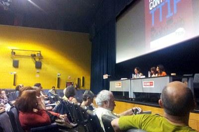 L'alcaldessa de Rubí, Carme García, ha estat una de les ponents a la jornada 'Municipios contra el TTIP' (foto: Campanya #NoAlTTIP).
