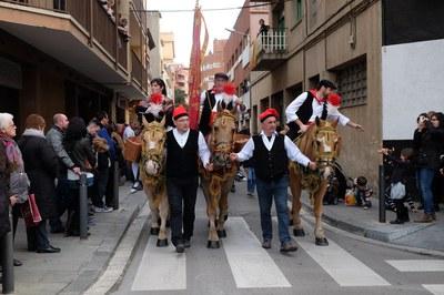 La rua dels Tres Tombs és una de les activitats més singulars de la Festa de Sant Antoni Abat (foto: Localpres).