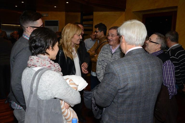 Durant l'acte, Ana María Martínez ha felicitat el Nadal als representants de les diferents entitats culturals de la ciutat (foto: Localpres)