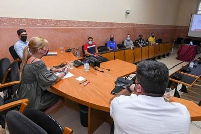 L'alcaldessa i els regidors han presentat el projecte al club (foto: Ajuntament de Rubí - Localpres).