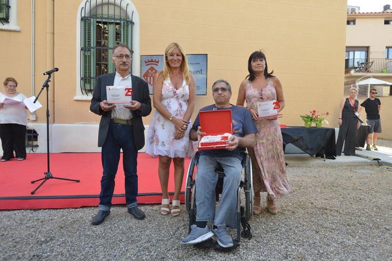 L'alcaldessa amb els representants de les entitats que enguany celebren el 25è aniversari (foto: Ajuntament - Localpres)
