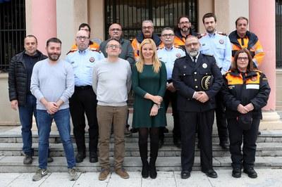Els nous voluntaris s'han fet una foto de família amb l'alcaldessa (foto: Ajuntament - Lali Álvarez).