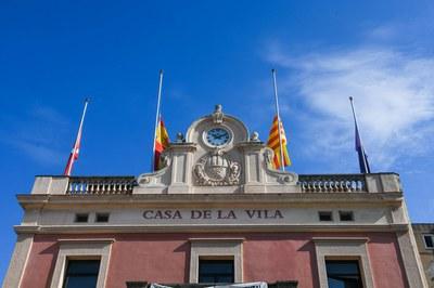 Les banderes onejaran a mig pal durant dos dies (foto d'arxiu: Ajuntament de Rubí).