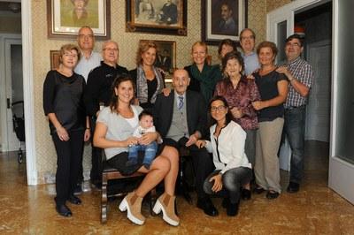 L'alcaldessa, amb Josep Rusiñol i la seva família (foto: Localpres).