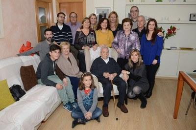 Josep Flotats, acompanyat de l'alcaldessa i de la seva família (foto: Localpres).