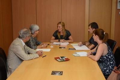 L'alcaldessa i els regidors s'han reunit amb responsables del CatSalut a la comarca (foto: Localpres).