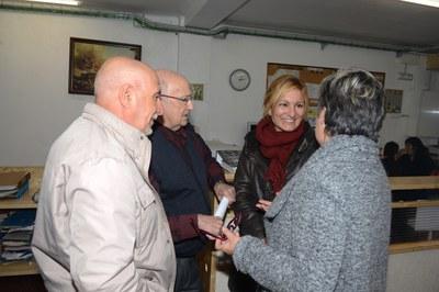 Joan Barragan, Màrius Claveria, l'alcaldessa i Montserrat Serra durant la visita al local (foto: Localpres).