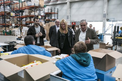 L'alcaldessa, durant la seva visita a les instal•lacions de la Fundació Fupar (foto: Lali Puig).