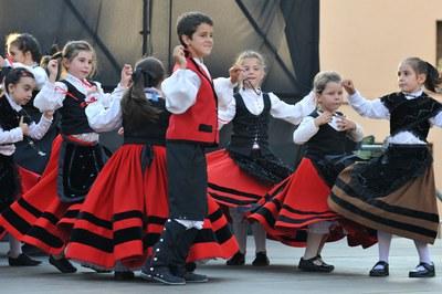 Actuació dels infants de la Unión Extremeña de Rubí (foto: Localpres)