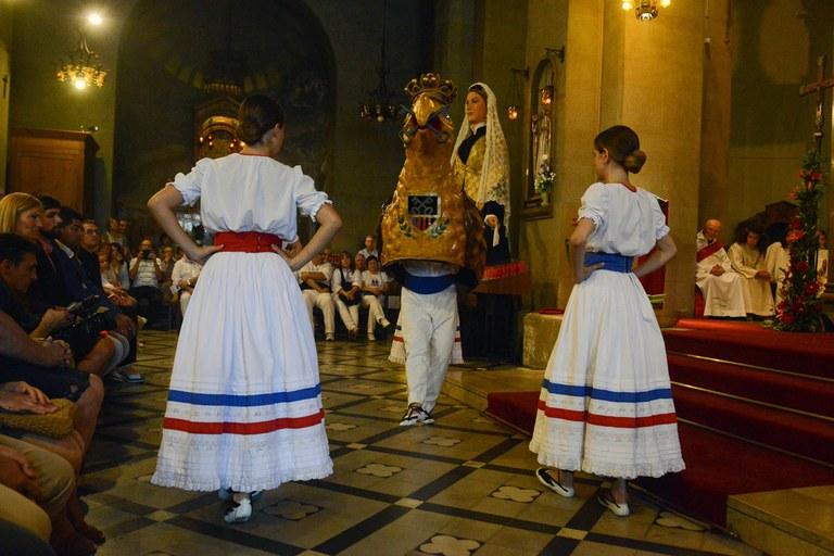 L'Àliga de l'Esbart a la missa solemne de Sant Pere (foto: Localpres)