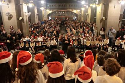 L'església de Sant Pere s'ha omplert de famílies (foto: Ajuntament de Rubí – Artur Ribera).