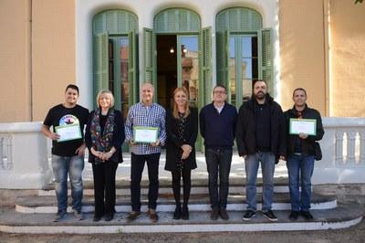 Els restauradors que han servit les millors tapes amb l'alcaldessa, la tresorera de Sant Galderic i el regidor de comerç (foto: Localpres).