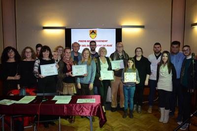 Totes les persones i entitats  premiades, a l'Ateneu (foto: Localpres).