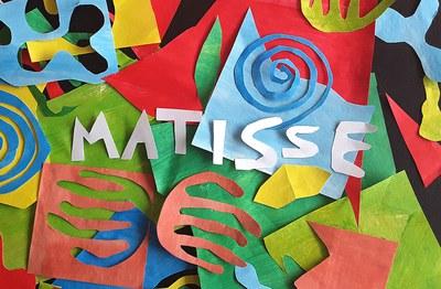 L'equipament proposa activitats dedicades a l'art i la creativitat  per a nens i nenes.