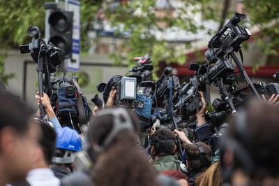 El curs planteja una reflexió sobre l'agenda mediàtica (foto: Freestockcenter).