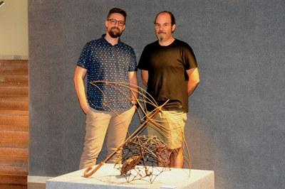 El regidor de Cultura, Moisés Rodríguez, amb l'artista Rafael Gascón.