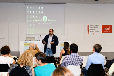 Víctor García Correas, adreçant-se al públic assistent (foto: Ajuntament – Localpres).