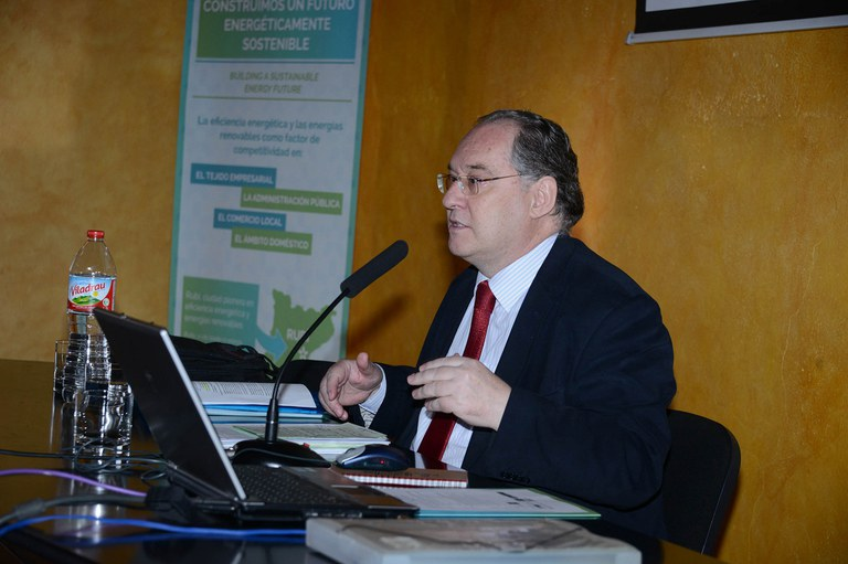 Javier García Breva ha pronunciat una conferència sobre la rehabilitació energètica d'edificis (foto: Localpres)