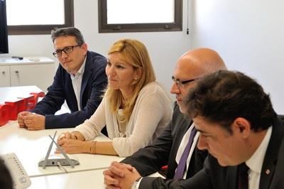 L'alcaldessa, el regidor i el conseller s'han trobat amb els directius d'Hidrotec (foto: Localpres)