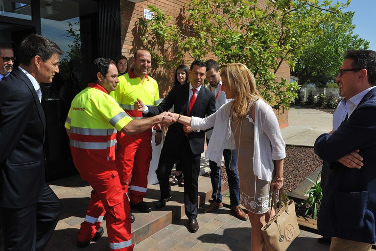 L'alcaldessa ha saludat els treballadors d'Hidrotec (foto: Localpres)
