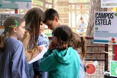'Pesa i Pensa' pretén sensibilitzar els alumnes sobre la petjada ecològica que comporta el malbaratament d'aliments (foto: Campos Estela).