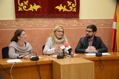 Martínez, acompanya de Mas i Rodríguez, ha presentat la proposta de pressupost de l'equip de govern als mitjans de comunicació (foto: Localpres).